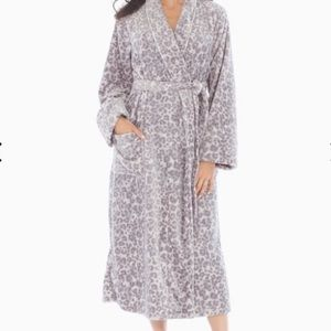 Soma Gray Leopard Print Plush Robe